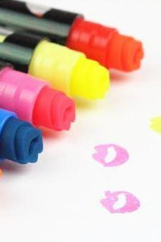 Adorable Kiss Me Highlighter Pen Lip Stamper Market (All 6 Colors)